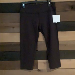 Beyond Yoga Black Capri